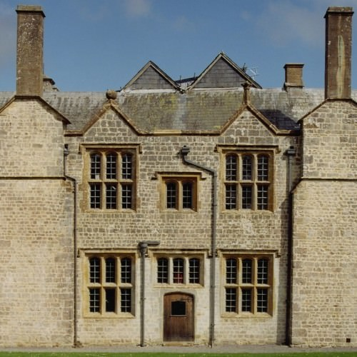 1 Grade I listed Manor historic property