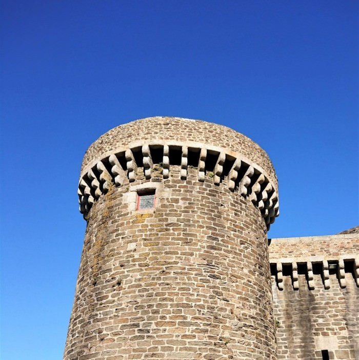 Chateau de Brest exterior tower repairs thumbnail